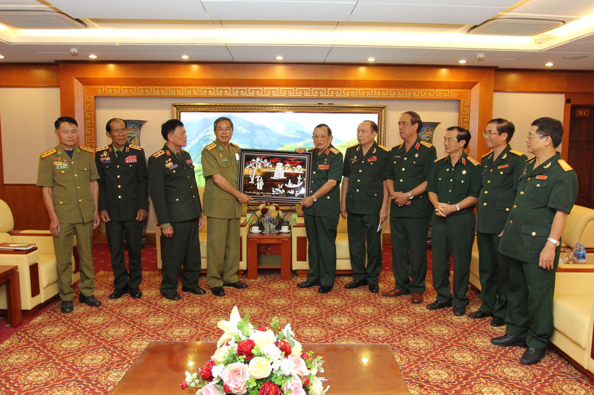 Thượng tướng Nguyễn Văn Được - Chủ tịch Hội CCB Việt Nam tiếp Đoàn CCB thủ đô Viêng Chăn, Lào